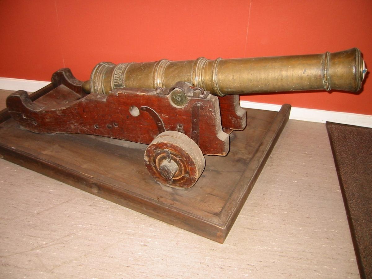 2 pundig rysk kanon. Trofé tagen i samband med slaget vid Svensksund 9-10/7 1790.