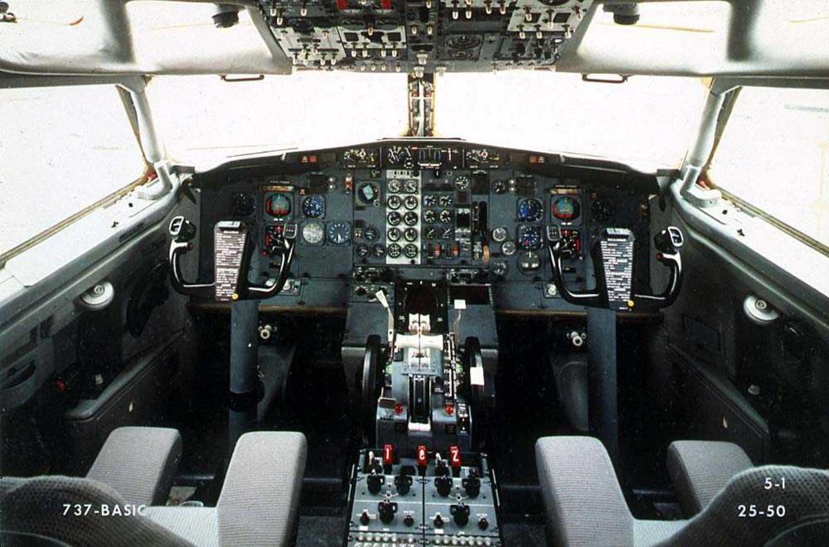Cockpiten i en Boeing 737-200.