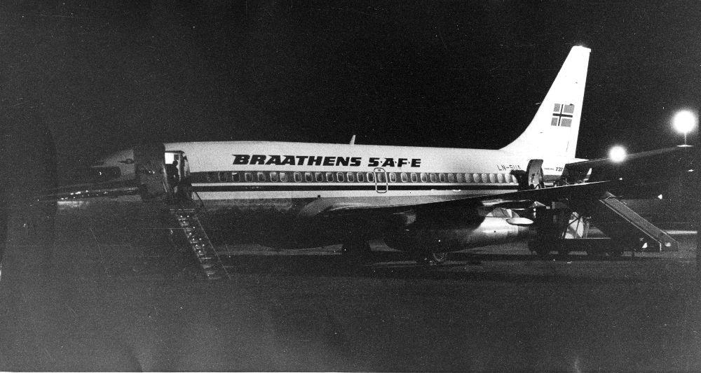 Lufthavn/Flyplass. Et fly, LN-SUA, Boeing 737 fra Braathens SAFE parkert i Las Palmas.