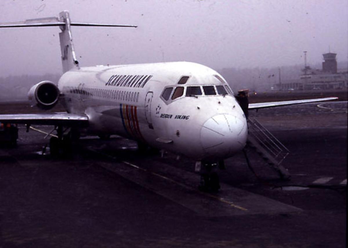 Lufthavn, 1 fly på bakken.