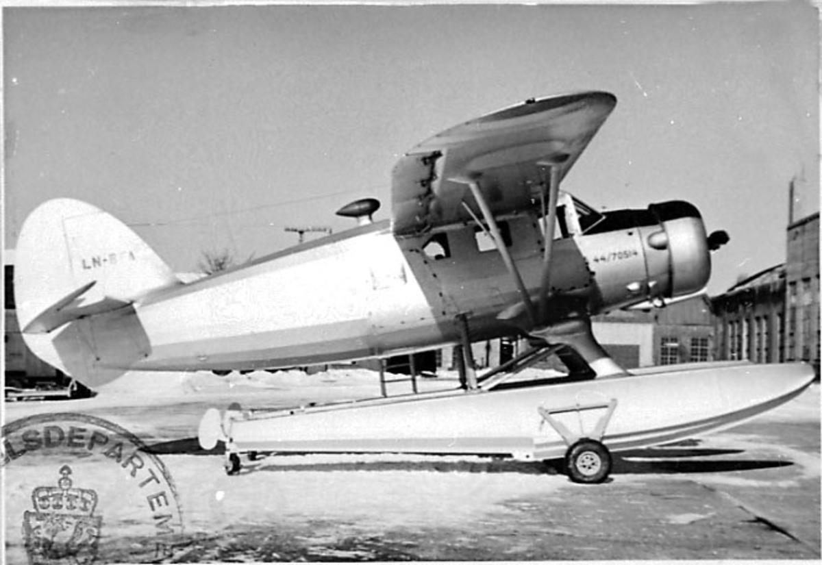 1 fly på bakken, Norsemann C-64, LN-BFA, fra Den Norske Stat ved det Kgl. Norske Flyvåpen.