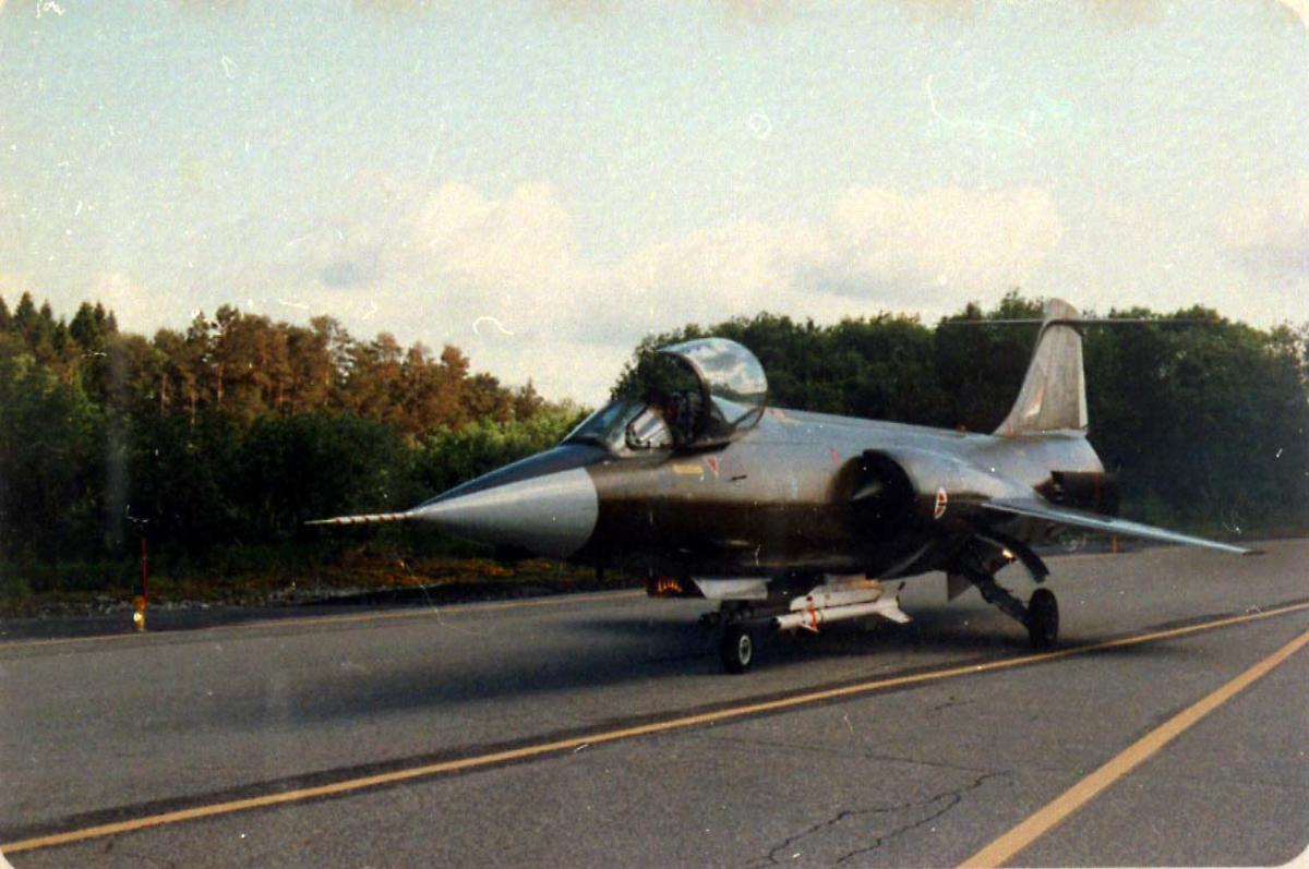 Lufthavn, 1 fly på bakken CF-104 Starfighter fra 334 skv.