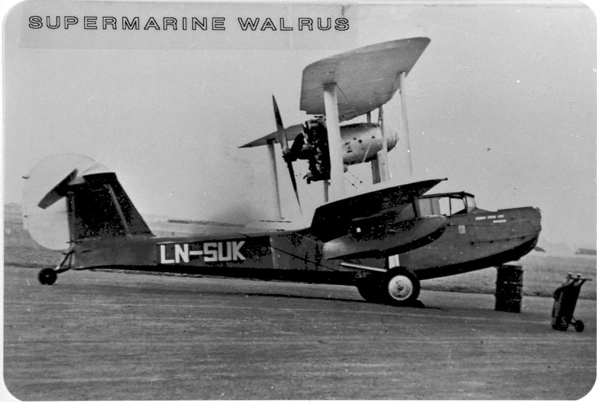 Maskinkopi av 1 foto. Lufthavn. 1 fly Supermarine SR6S WalrusS.236-2, LN-SUK fra Vestlandske Flyselskap A/S