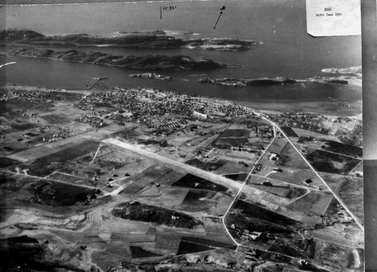 Lufthavn-flyplass.   Luftfoto av Bodø  flyplass 1950.