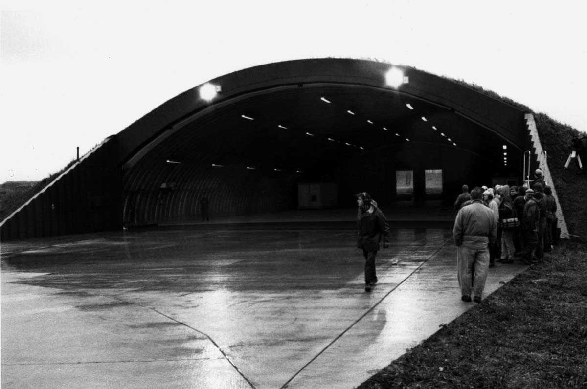 Lufthavn-flyplass.     Flybunker (hangar).