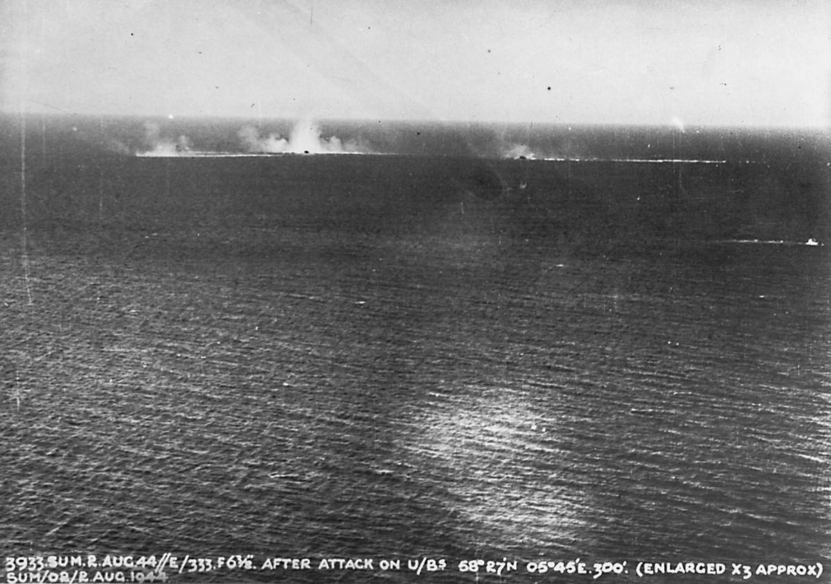 Krigshandlinger, militært angrep. 2 ubåter (som dykker) 1 fly styrter i sjøen. 1 mine eksploderer.