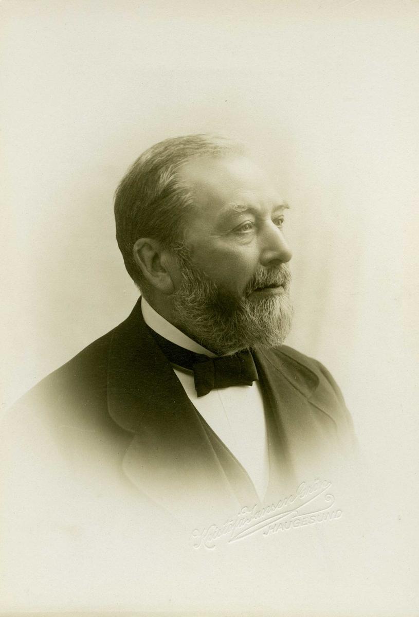 Portrett - Urmaker Erik Olsen. Født 22/12 1839 - død 13/7 1929.
