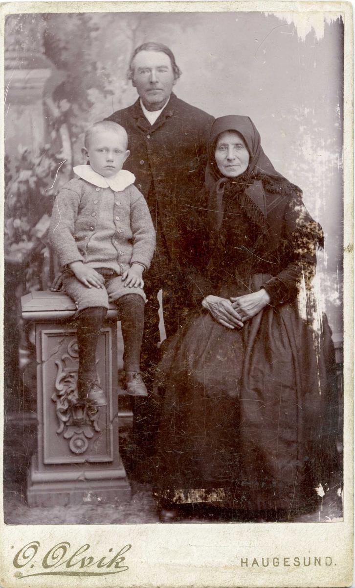Portrett - Ola Pedersen Vikshåland, Marta Knutsdtr. Visnes og oskar Knutsen Vikshåland - døde i Amerika.