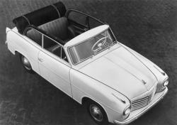 Vit bil av märket Goliat 1957.