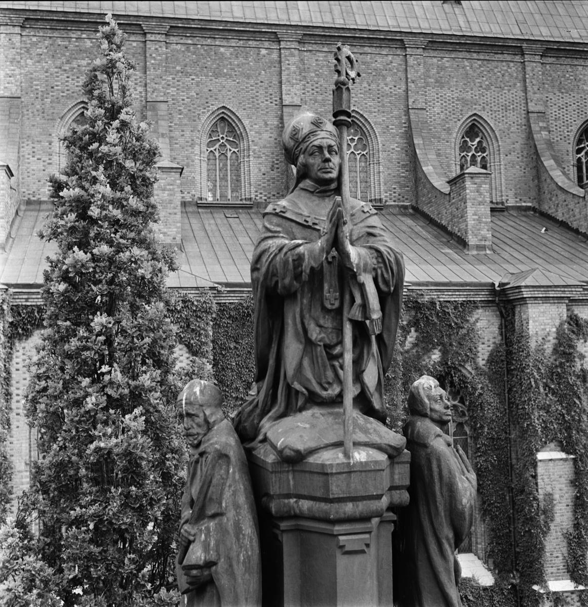 Staty - ärkebiskop Jakob Ulvsson, vid Uppsala domkyrka, Fjärdingen, Uppsala