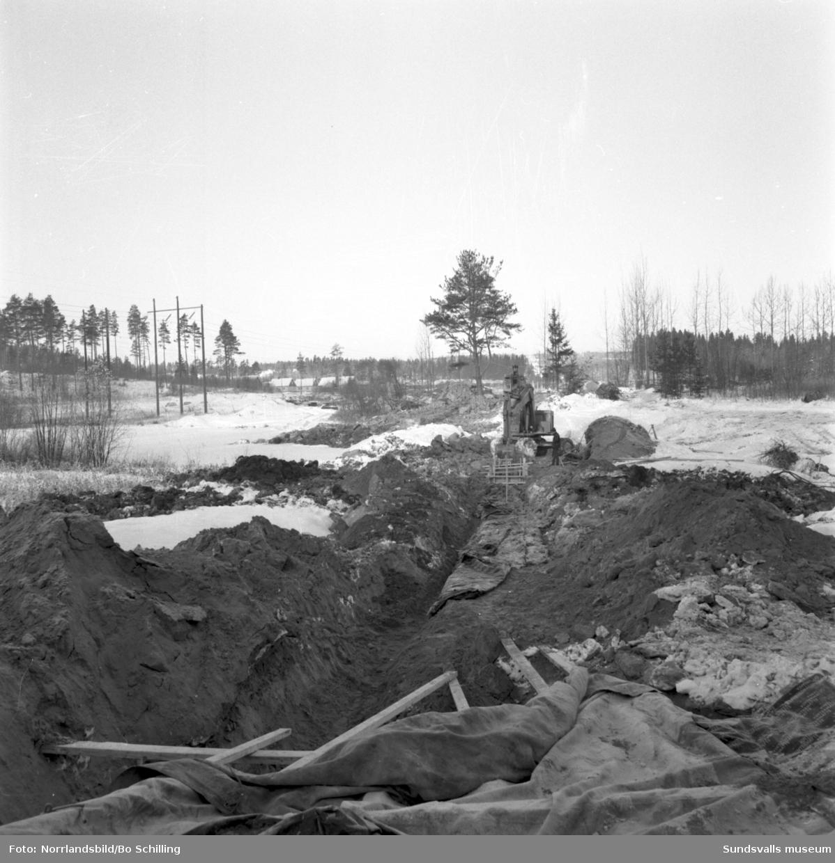 Grävarbeten för värmekulvert i Korsta.