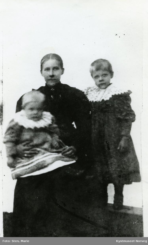 Lydia Simle Busch med døtrene Henny og Agnes Simle