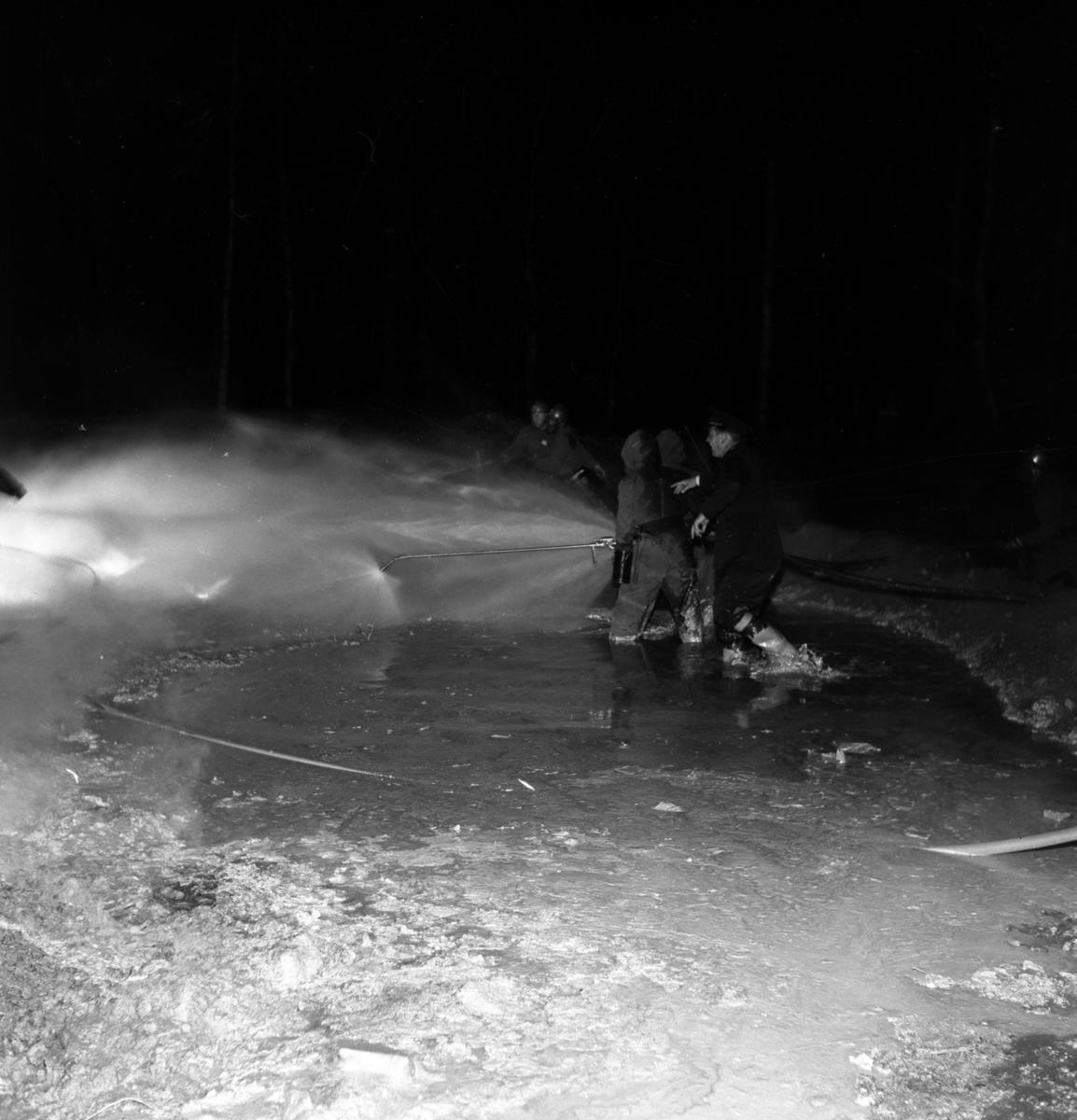 Brandövning vid Carlfors bruk på Stensholm i Huskvarna den 3 oktober 1956.