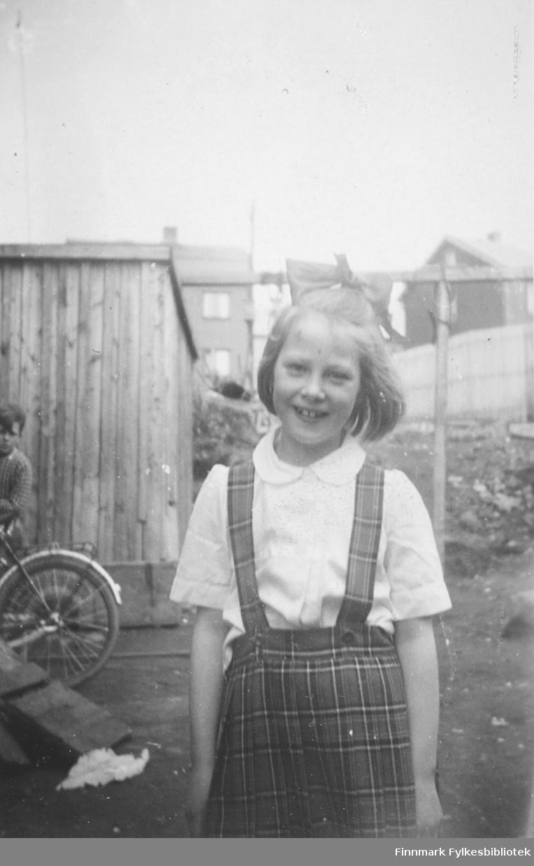 May Rognlid fotografert i Kirkenes, ca. 1950-1951