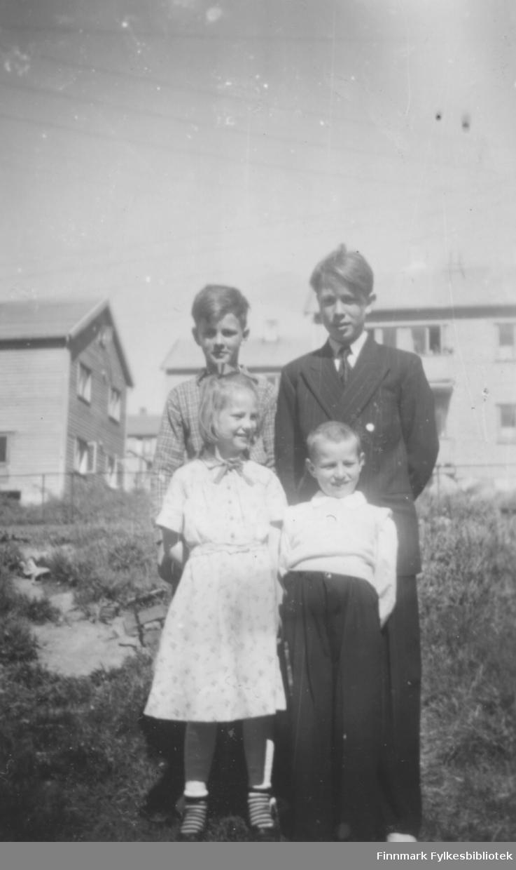 Søskenflokk fotografert i Kirkenes, ca. 1948