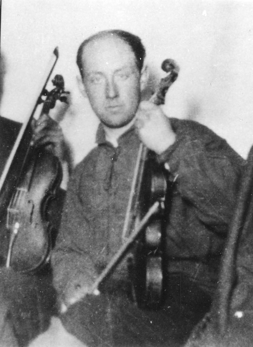 Kolbein Moe med fiolin