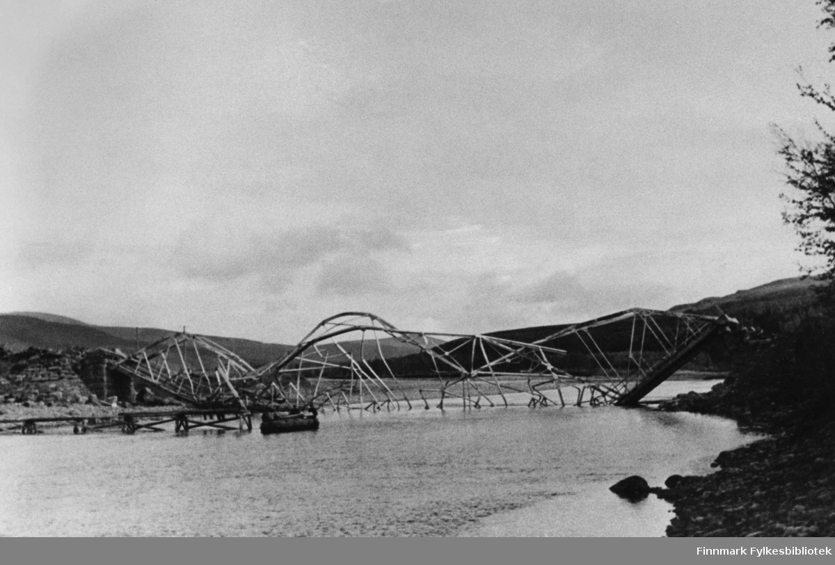 Her ser vi Repparfjord bru etter krigssprengningen.
