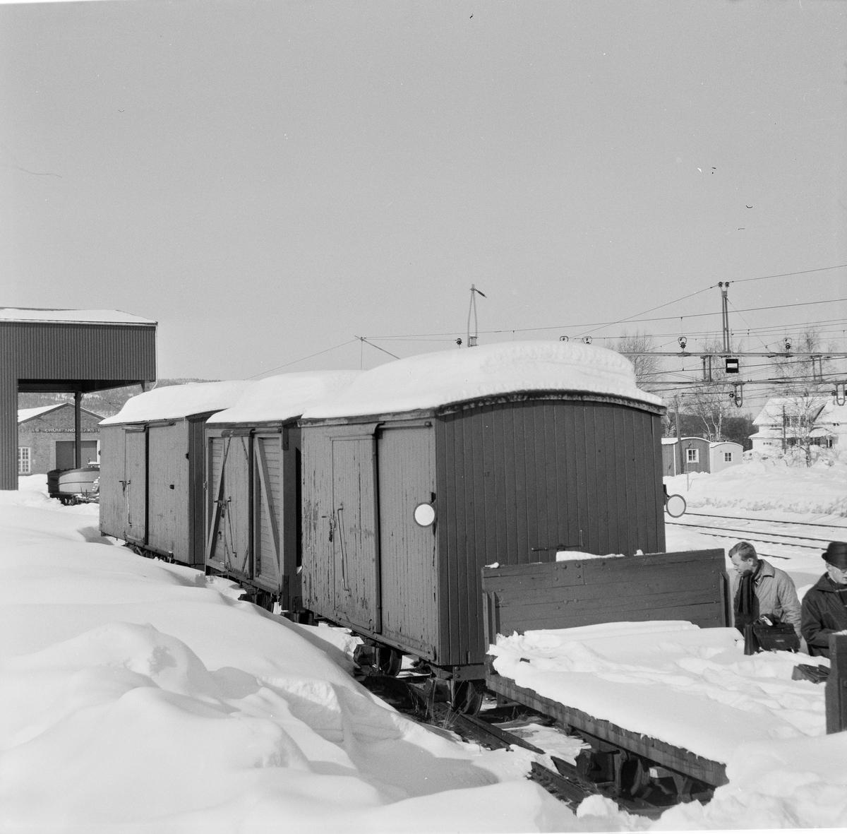 Hensatte godsvogner på Sørumsand Verksteds område.