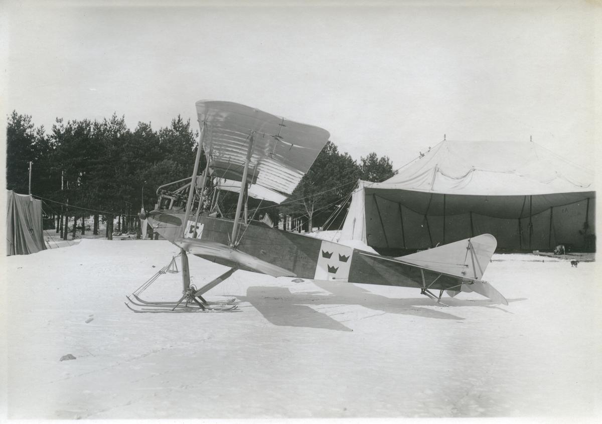 Övrigt: År 1919 anskaffades till Marinens Flygväsende fem maskiner av typ Albatros B IIa från Tyskland; den sista levererades 1922. Planen stationerades i Hägernäs och användes som skol- och övningsflygplan. Efter Flygvapnets bildande 1926 överfördes de tre kvarvarande maskinerna till den nya vapengrenen och förlades till Ljungbyhed. Typbeteckningen i Flygvapnet blev Sk 1. Den sista maskinen togs ur tjänst 1929. Spännvidd 13,10 m, längd 7,80 m, motor Mercedes 120 hk.