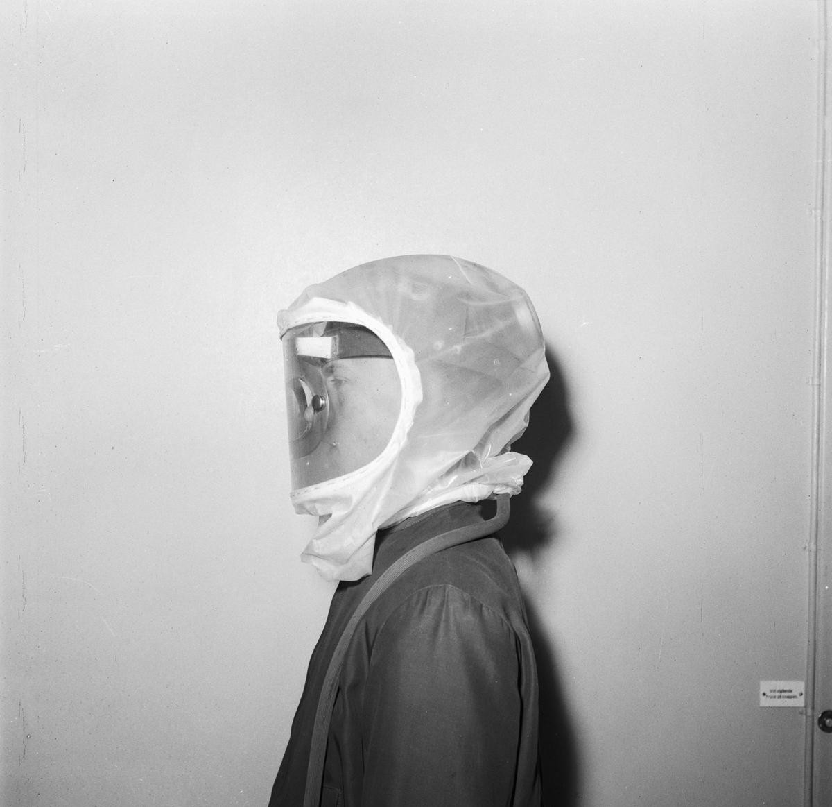 Övrigt: Foto datum: 12/5 1953 Byggnader och kranar Skyddsmask för sprutmålning