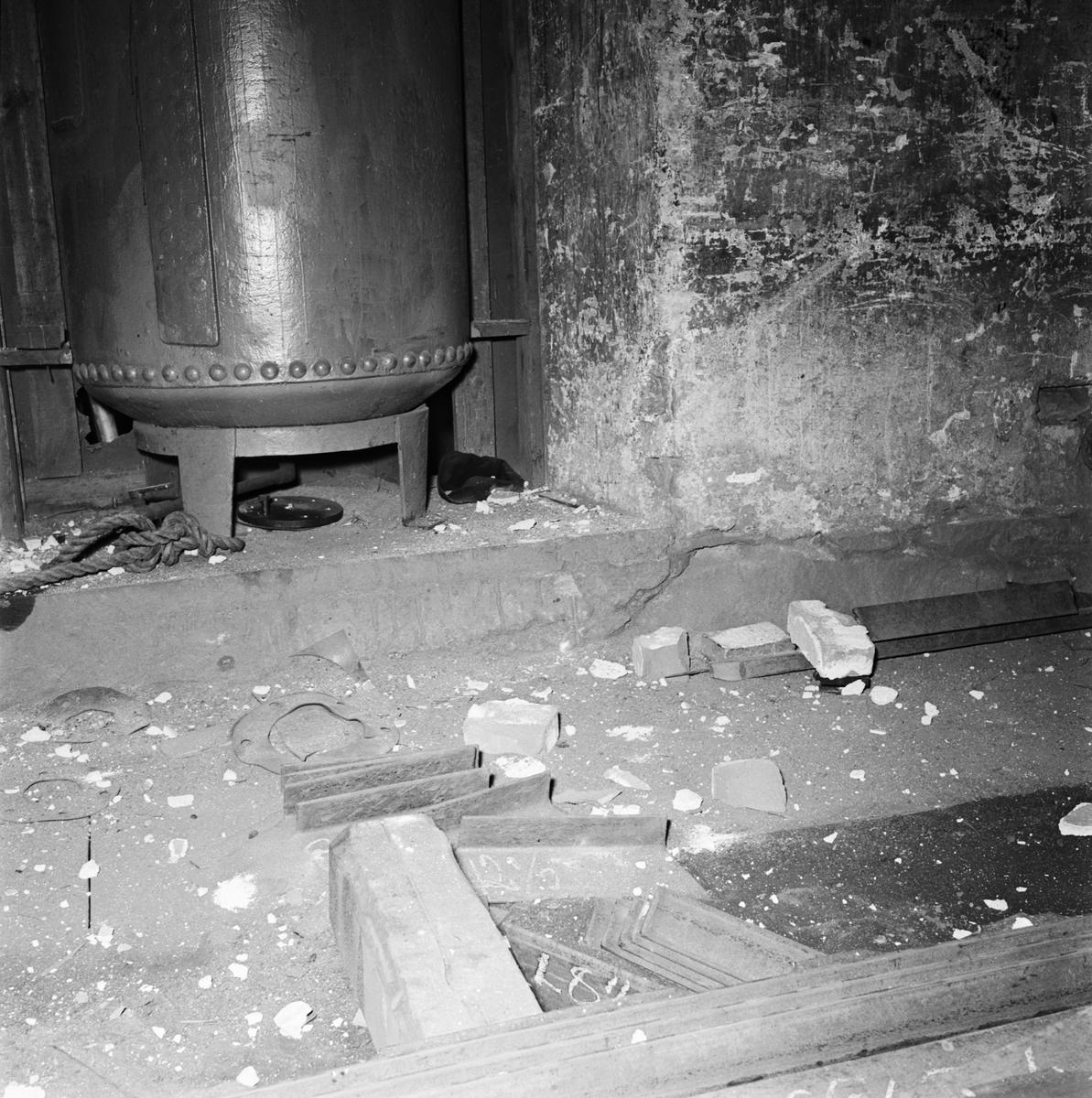 Övrigt: Foto datum: 23/4 1964 Verkstäder och personal. Explosion maskinverkstan
