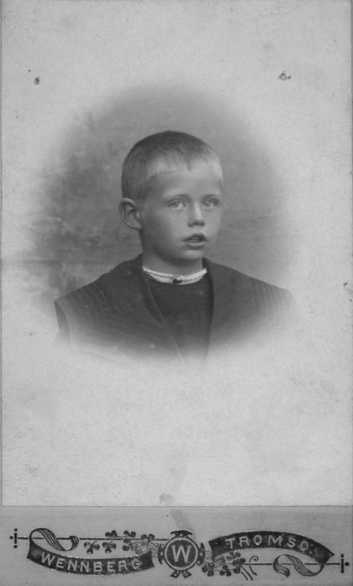 Portrett av ukjent gutt, ca. 6-8 år
