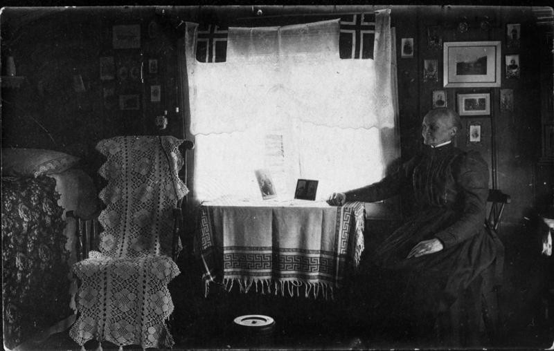 Sund-Lars-Lusia fotografert i Spjellstuggu i 1917