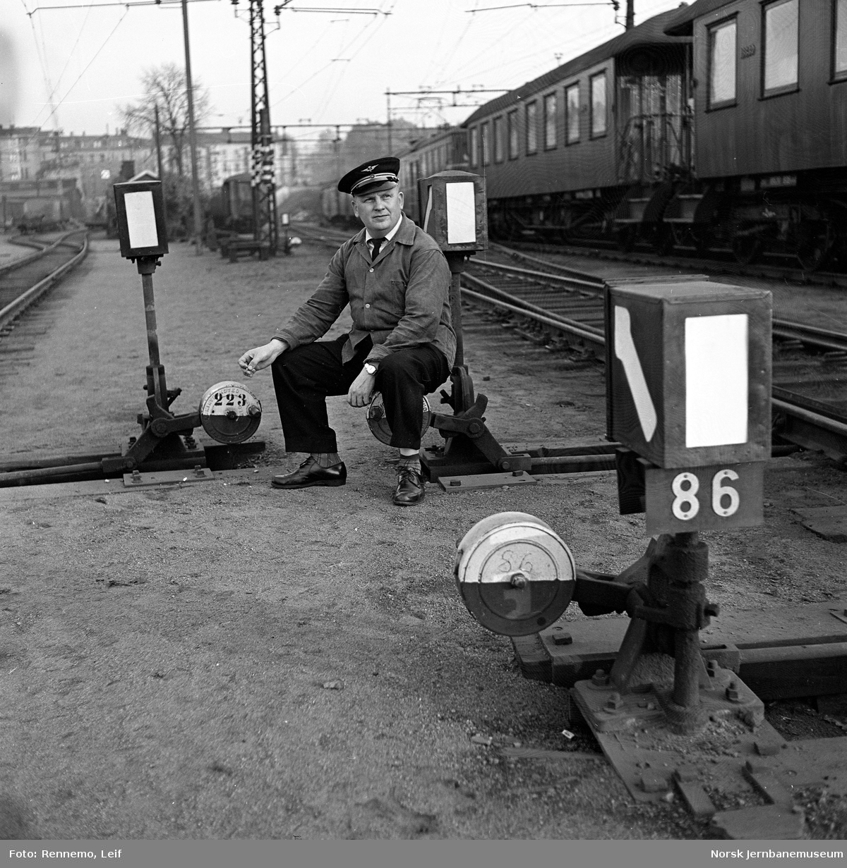 Lokomotivfører Harry Follo ved sporveksel