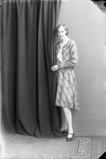 """Enligt fotografens journal nr 3 1916-1917: """"Scheutz, Fr. Skällebred Ljungskile""""."""