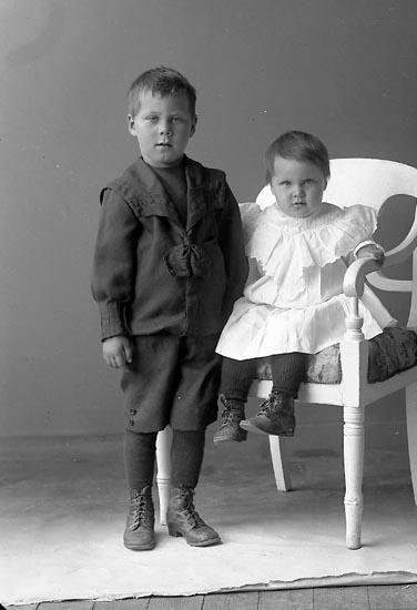 """Fotografens journal nr 2 1909-1915: """"Fru Hulda Stenström, Hallerna Stenungsund""""."""