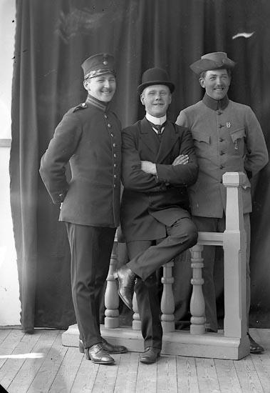 """Enligt fotografens journal nr 2 1919-1915: """"Furustam, Herr Stationen J-da""""."""