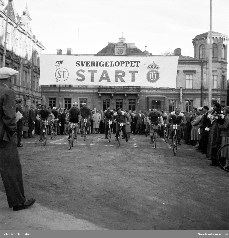 Det första Sverigeloppet på cykel passerar Sundsvall. Det var ett klassiskt cykellopp från Haparanda till Ystad som arrangerades sammanlagt tio gånger mellan 1951 och 1965. Deltagarna tog sig fram med brukscyklar utrustade med Husqvarnas 2-växlade Novo-nav längs bitvis leriga Riksväg 13 som söder om Stockholm övergår till Riksväg 1.