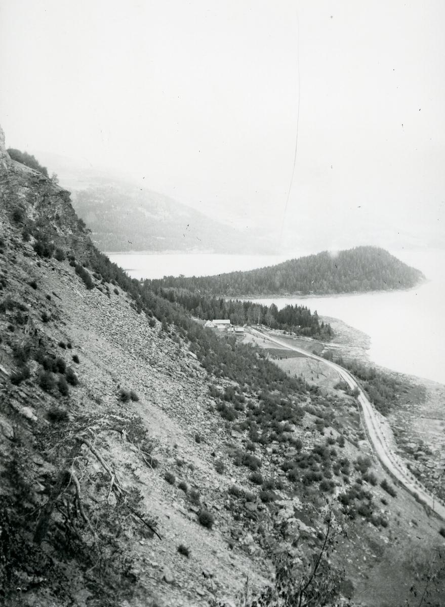 Utsikt fra Skjoldhammer mot Fagernes. Storøya midt i bildet.