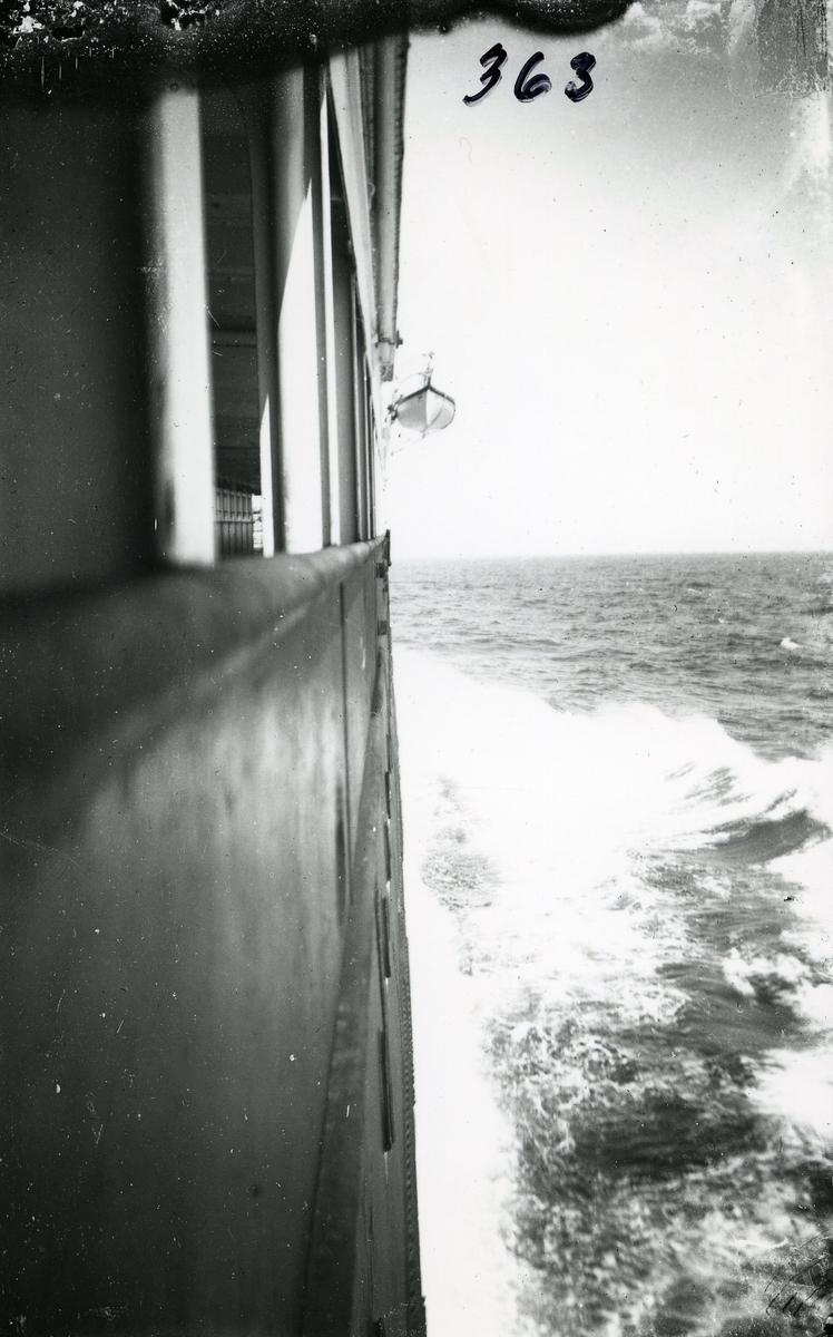 Amerikabåten i fart.