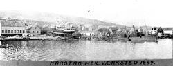 Skip på slip hos Harstad mekaniske verksted, fotografert fra