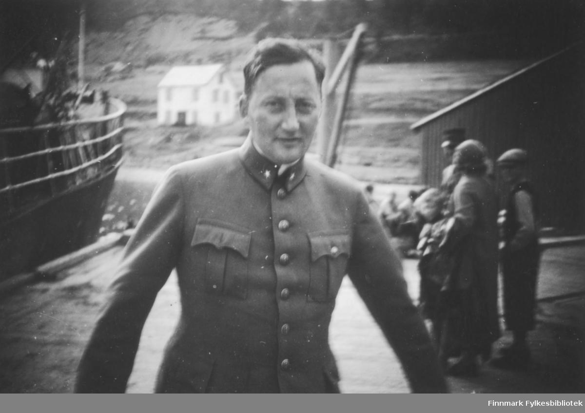 Samuel Isaksen fotografert under en utmarsj i 1939, antakelig på kaia i Bossekop
