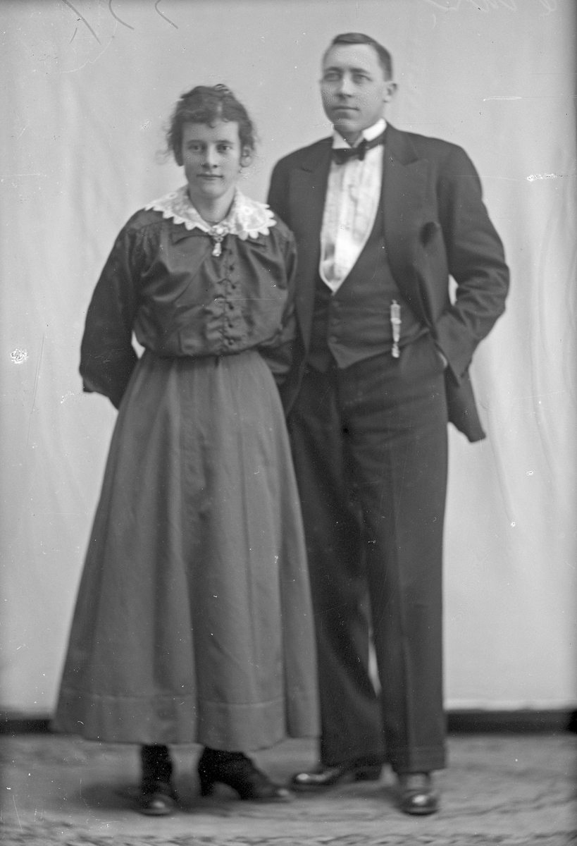 Portrett av en mann og en ung kvinne. Bestilt av Norin.