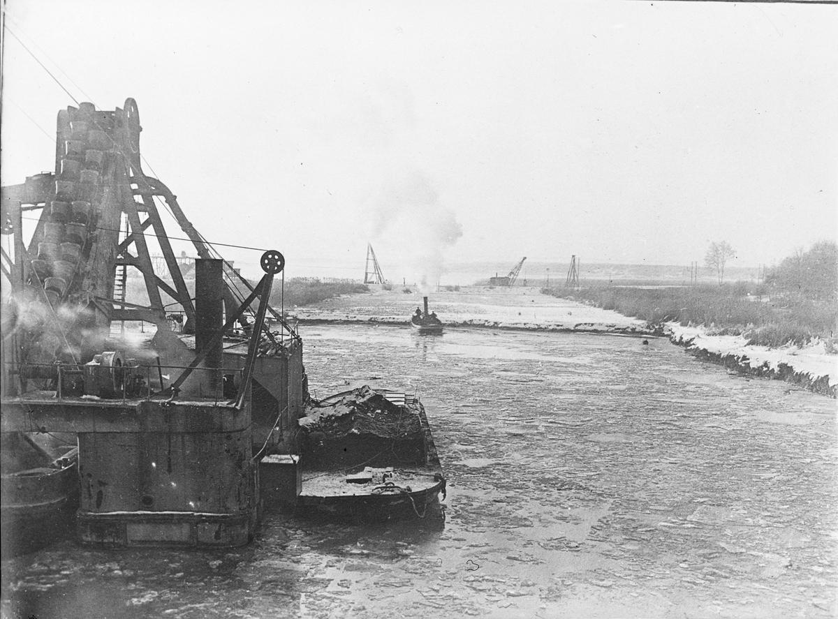 Arbete med muddring för nya kanalen genom Lilla Vassbotten åren 1910-1916  Vänersborg