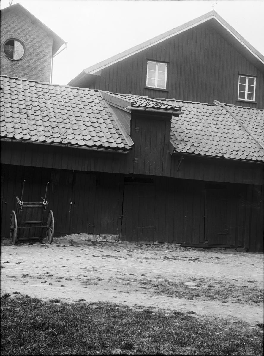 Gårdsinteriör från Sundsgatan med ingång från Edsgatan 16. Förbyggd 1932.  Vänersborg
