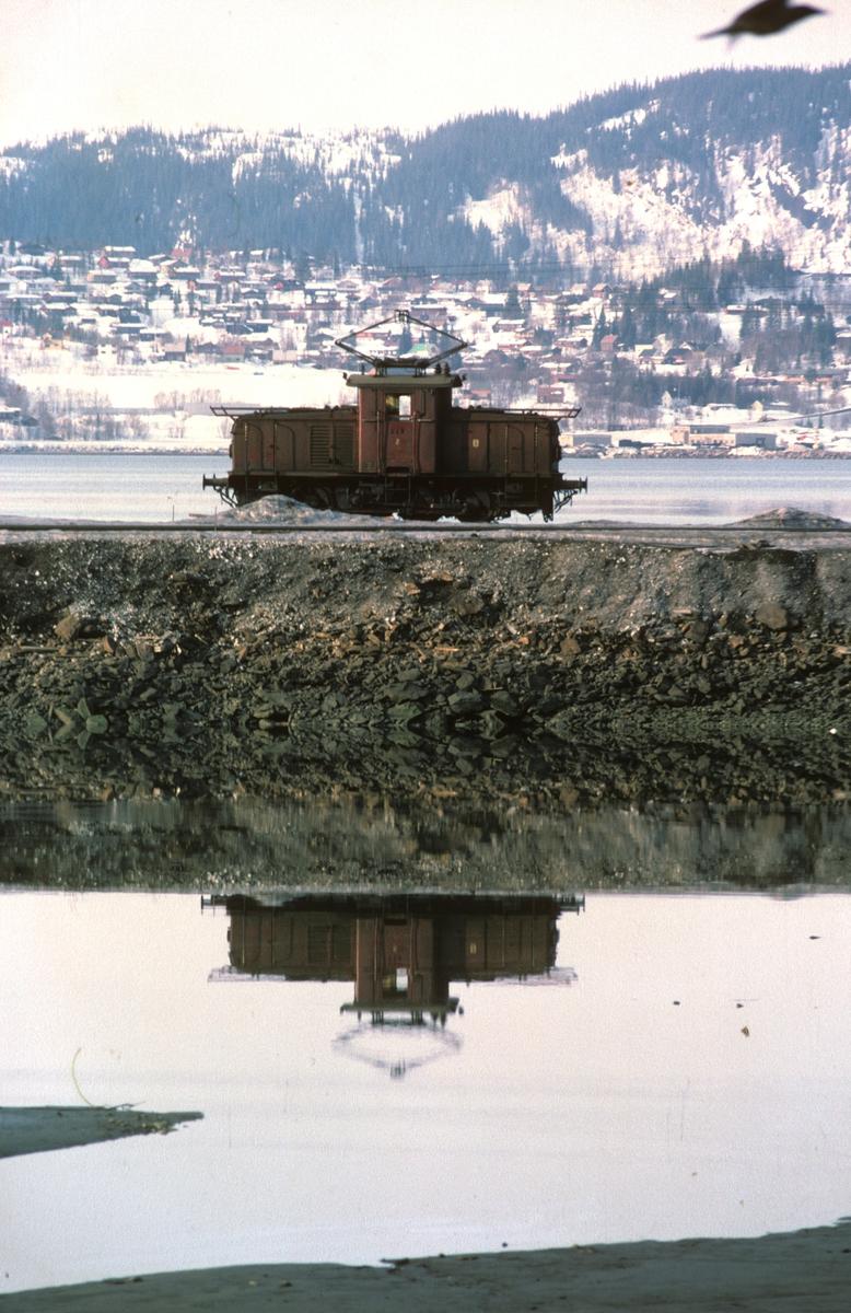 Norsk Jernverk, lokomotiv nr. 2 Ulv. Tidligere NSB El 10. Jernverksbanen i Mo i Rana, Jernverkskaia.
