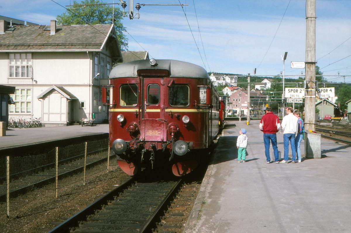 Tog til Elverum og Hamar på Kongsvinger stasjon.