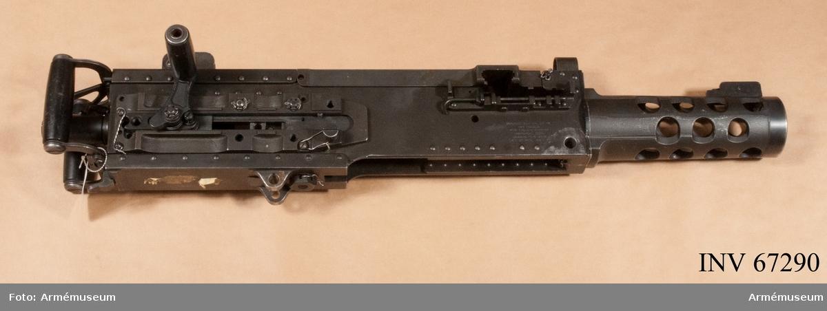 Kulspruta med 1 st pipa nr 90C080. Kulsprutan antogs som Kulspruta 88 i det svenska försvaret och används ännu 2015. Modellen har även tillverkats på licens av Bofors. Kulsprutan verkar effektivt mot splitterskyddade fordon och fiender i byggnader pga den grova kalibern.