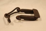 BLei brukt til å sette på meien på sleden når de skulle kjære fømmerlasset ned en bratt bakke.