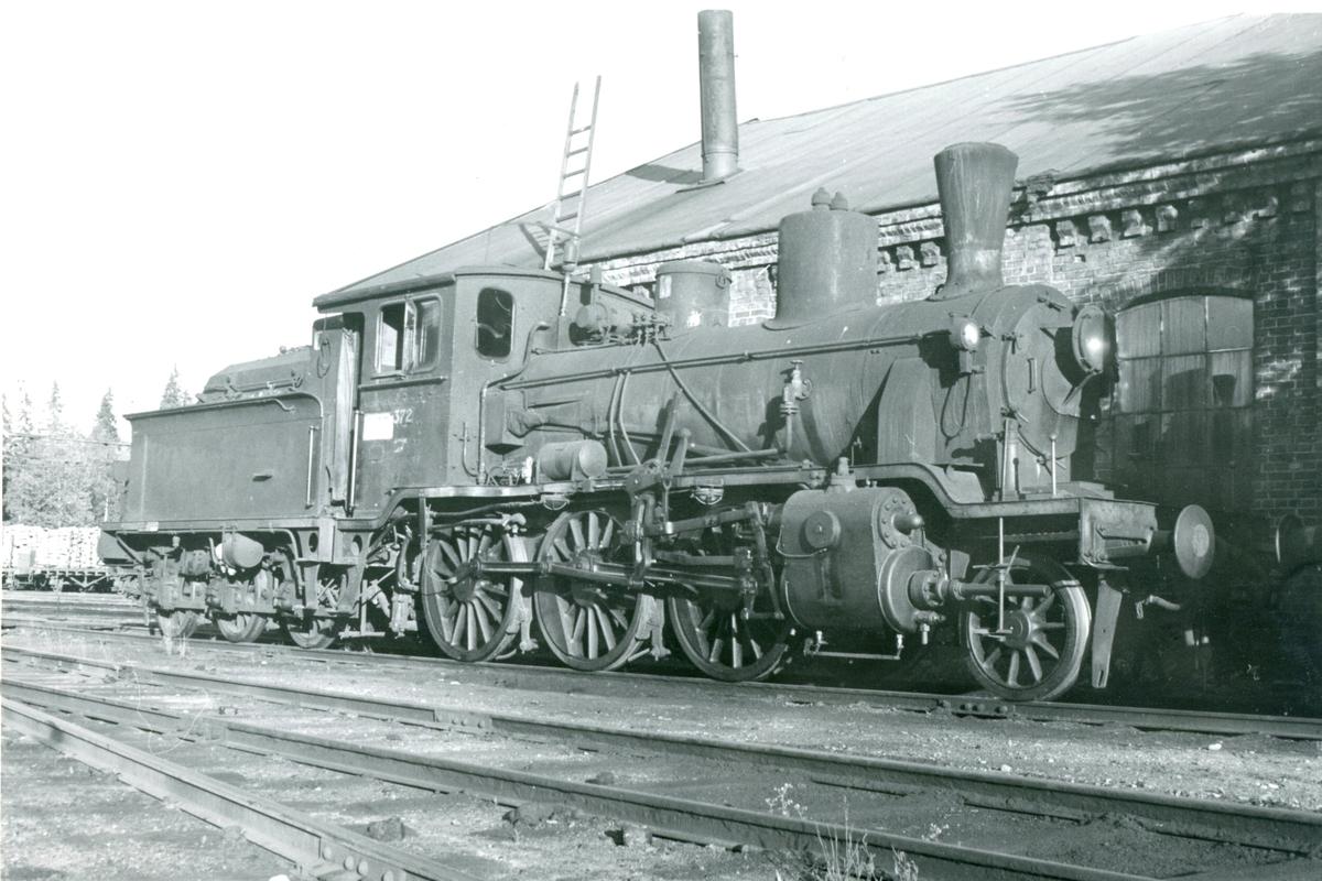 Damplok type 21c nr. 372 ved lokstallen på Kongsvinger stasjon