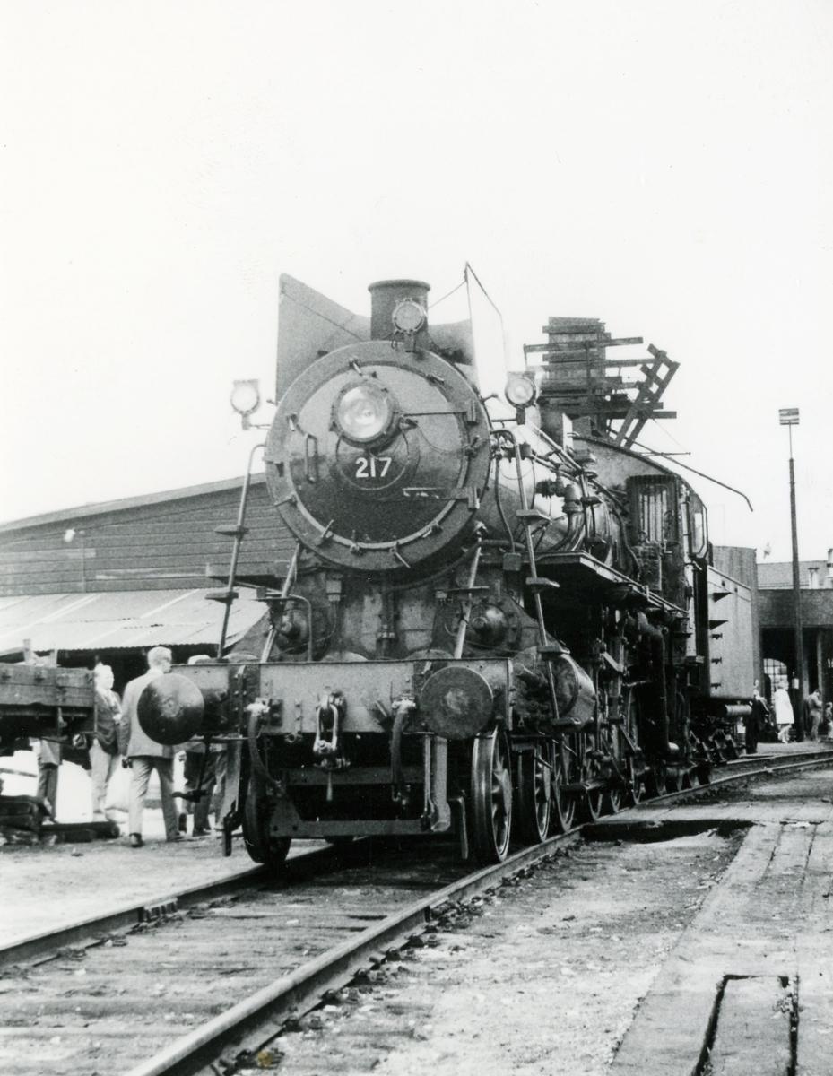 Damplok type 26a nr. 217 på Hamar stasjon. Lokomotivet er trukket frem for fotografering i forbindelse med Svenska Järnvägsklubbens veterantogstur.