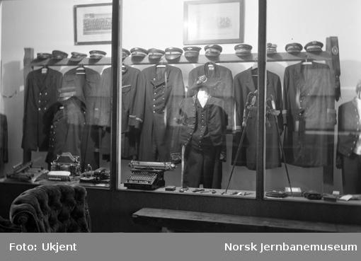 Uniformsutstillingen på Jernbanemuseet, Disen