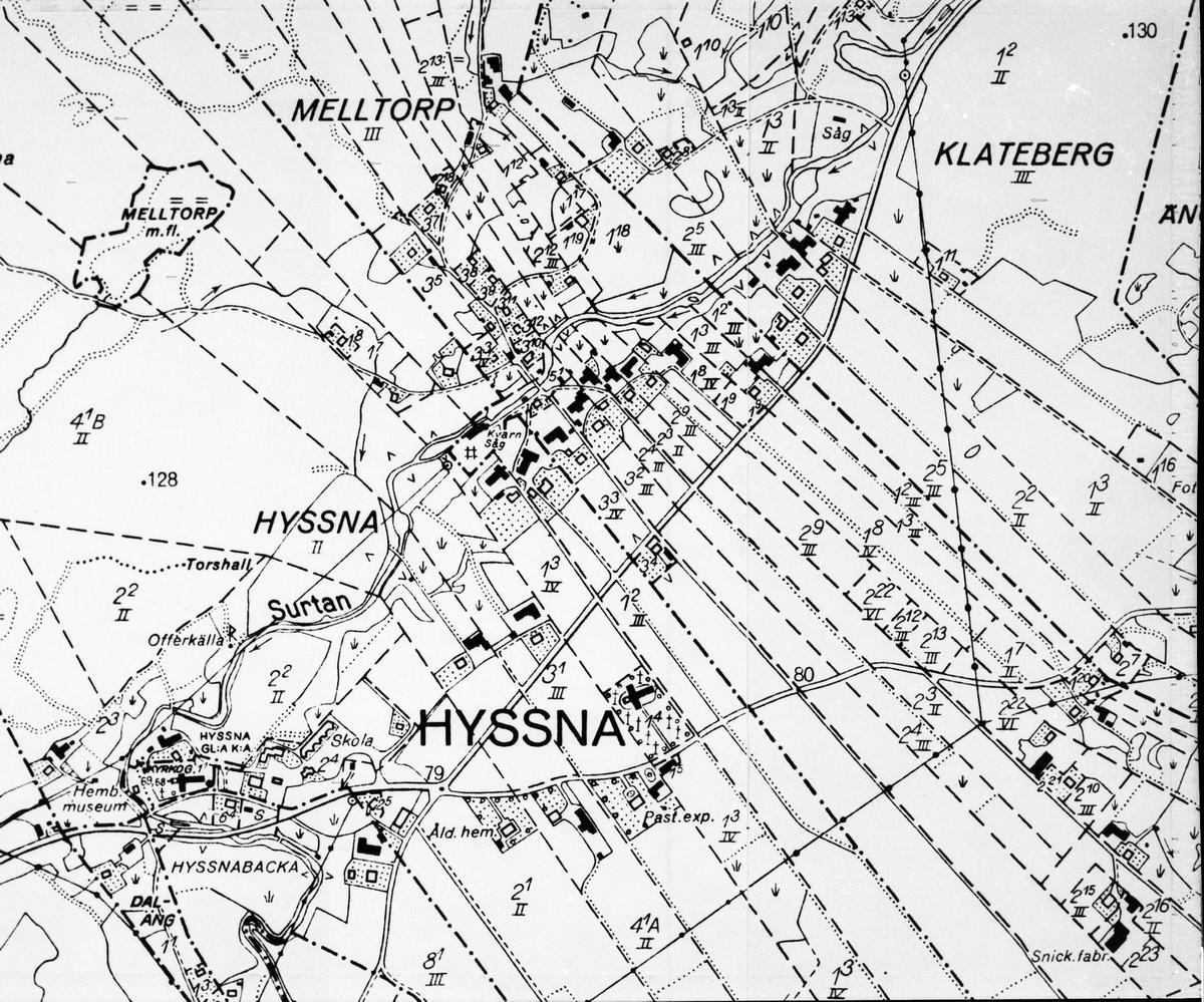 Karta: Hyssna.
