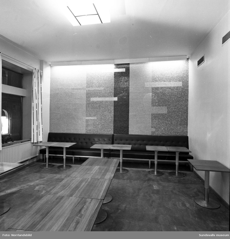 Mosaikvägg på KPS självservering.