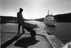 Bokbåten anländer till Hamburgsund, september 1971