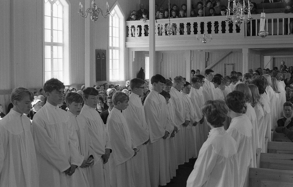 Konfirmasjonen i Andenes kirke 25.juni 1967. Overhøring.